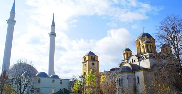Photo d'un mosquée et d'une église.